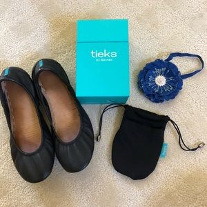 Preloved Matte Black Tieks Size 8